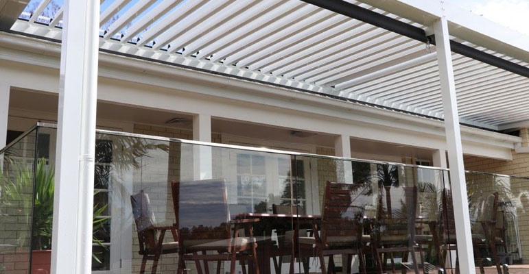 4 Good Reasons to Choose a Louvered Opening Roof Patio